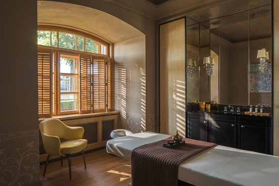 Four Seasons Hotel Prague: AVA Spa - treatment room