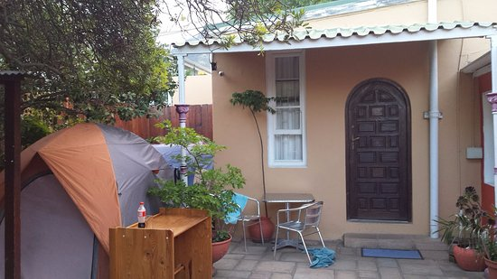 33 South Backpackers: Dome tents in courtyard