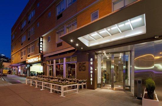 NU Hotel : Hotel Entrance
