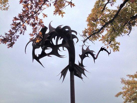 แบร์รี, แคนาดา: Heritage Park 3 - 'Sea Serpent' sculpture by Ron Baird