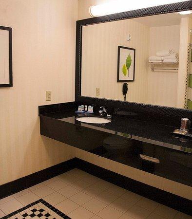 Bedford, PA: Guest Room Bathroom