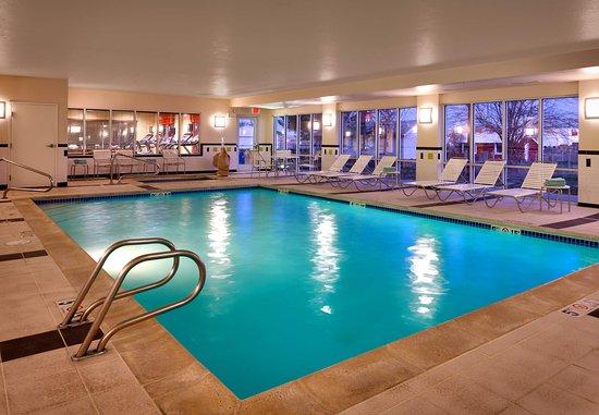 فيرفيلد إن آند سويتس باي ماريوت بويز نامبا: Indoor Pool