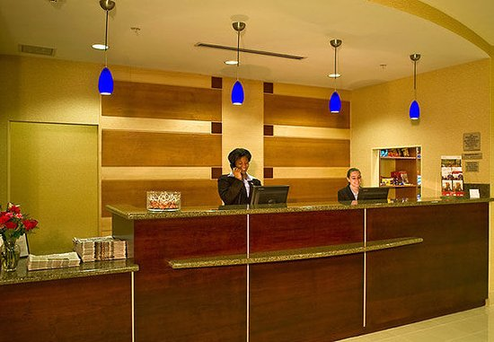 SpringHill Suites New Bern: Front Desk