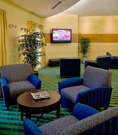 SpringHill Suites New Bern: Lobby Sitting Area