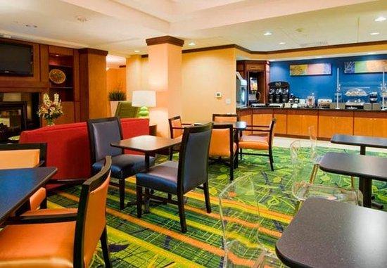 Fairfield Inn & Suites Austin North/Parmer Lane: Breakfast Buffet