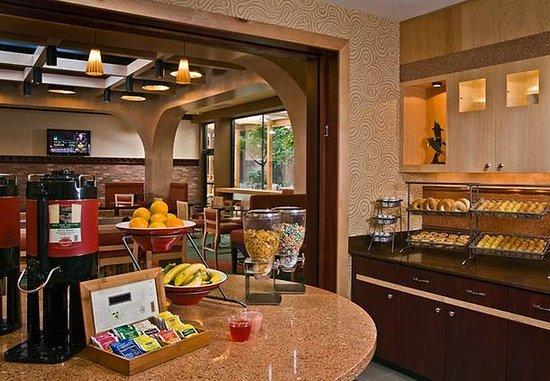 Fairfield Inn & Suites Baltimore Downtown/Inner Harbor: Breakfast Bar