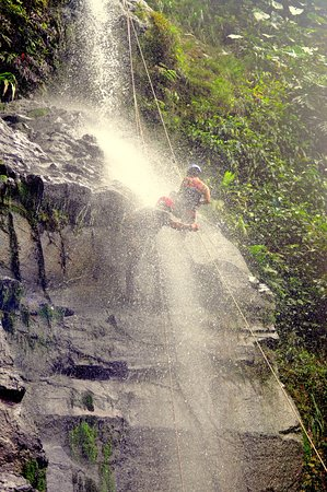 Belmopan, Belize: Waterfall Rappelling Feel The Adrenaline Rush!!