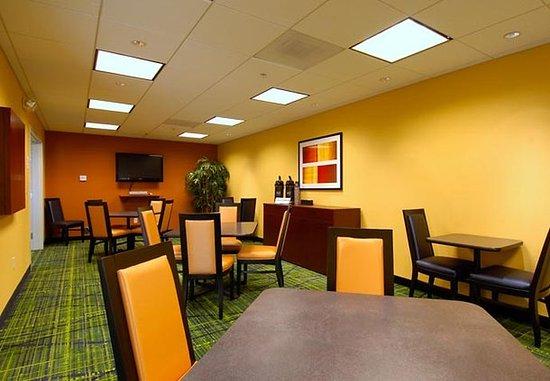 Fairfield Inn & Suites Colorado Springs North/Air Force Academy: Mt. Herman Room