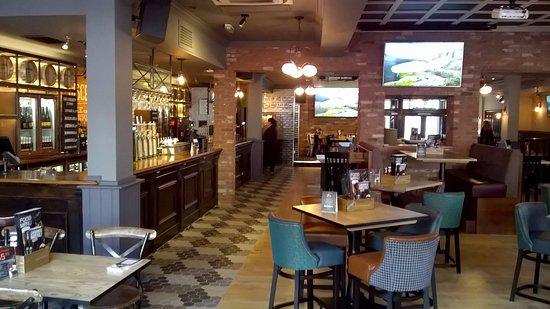 O'Neill's: bar area bright and warm