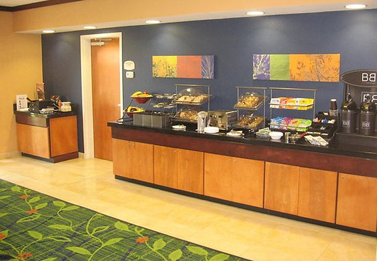 Fairfield Inn & Suites Muskogee: Breakfast Bar