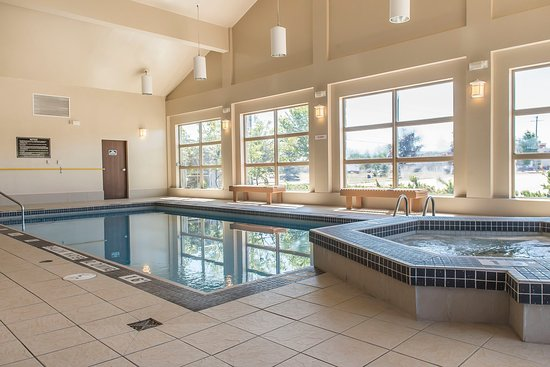 Petawawa, Kanada: Indoor Pool Hot Tub