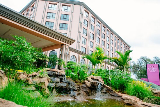 Crowne Plaza Hotel Nairobi: Scenery / Landscape - Exterior of the hotel