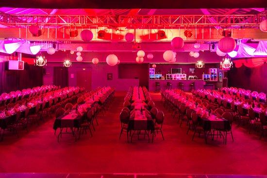 Saint James, France: Salle Cabaret Déjeuner ou Dîner Spectacle