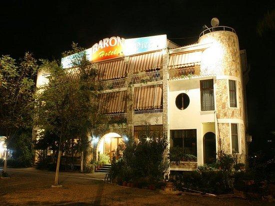 Hotel Baron: Exterior