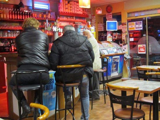 Hesdin, Fransa: Bar