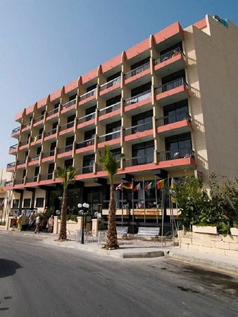 Canifor Hotel: Exterior