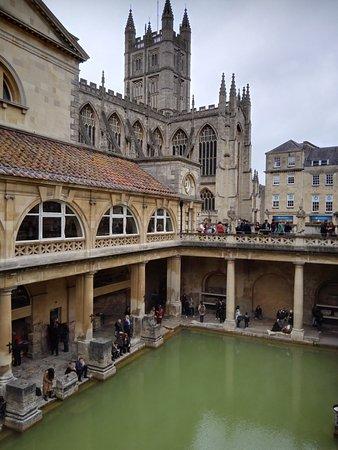 Henrietta House: Overlooking Roman Baths with Bath Abbey in background