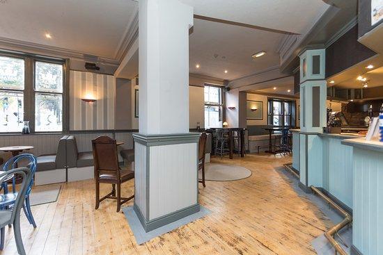 The Royal Hotel and Bar: Bar