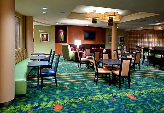 Fairfield Inn & Suites Charlotte Matthews: Breakfast Dining Room