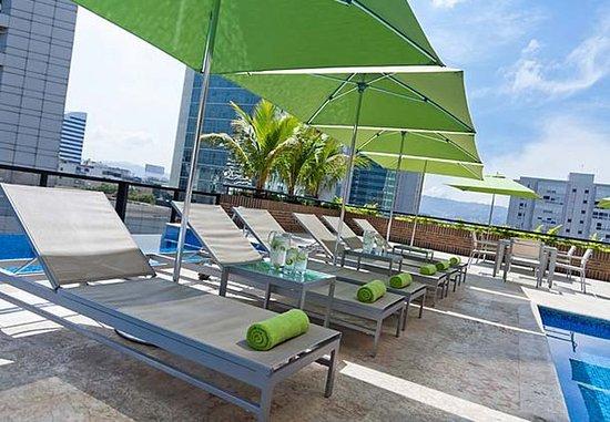 Renaissance Caracas La Castellana Hotel: Outdoor Rooftop Pool