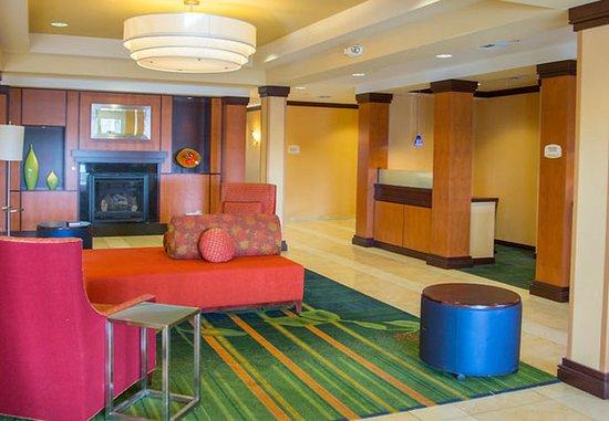 Fairfield Inn & Suites Carlsbad: Lobby – Sitting Area