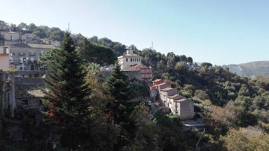 Novara di Sicilia, Italy: Panorama del borgo