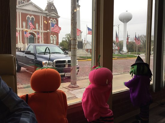 Shelbyville, IL: Inside Lisa Cafe looking out.