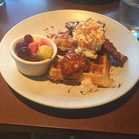 Babica Hen Cafe : Fried chicken and waffle. It's too fancy.