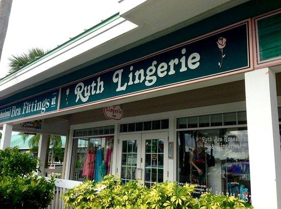 Jupiter, FL: Lingerie