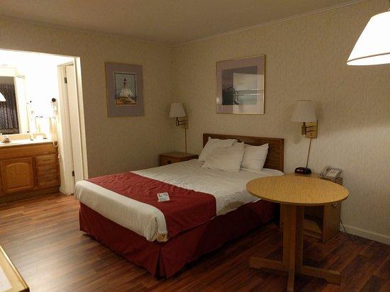 Americas Best Value Inn Mackinaw City: IMG_20161028_204646_large.jpg