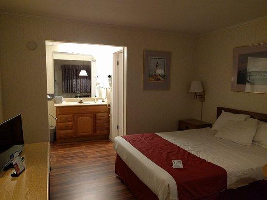 Americas Best Value Inn Mackinaw City: IMG_20161028_204656_large.jpg