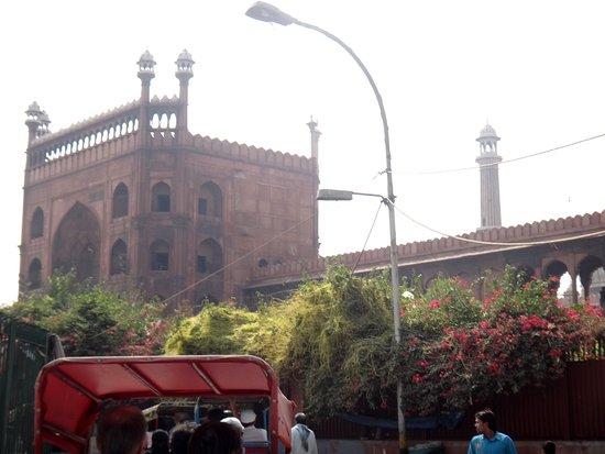 Friday Mosque (Jama Masjid): mešita, k ní jsme přijeli rikšou