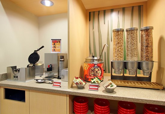 TownePlace Suites San Jose Santa Clara: Hot Breakfast