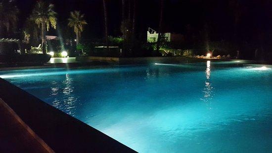 هسدروبال ثلاثة هوتيل آند سبا ميناء القنطاوي: Swimming Pool at night