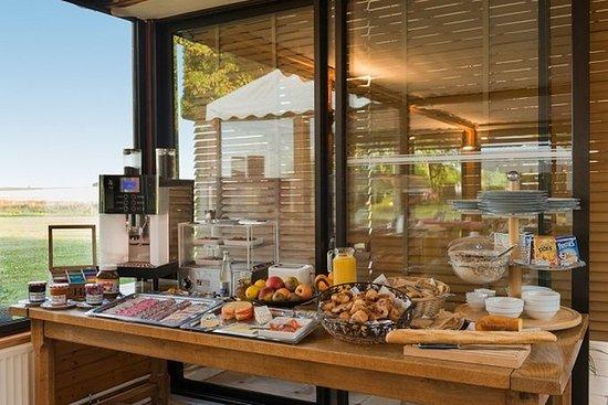 Courtils, France: Breakfast