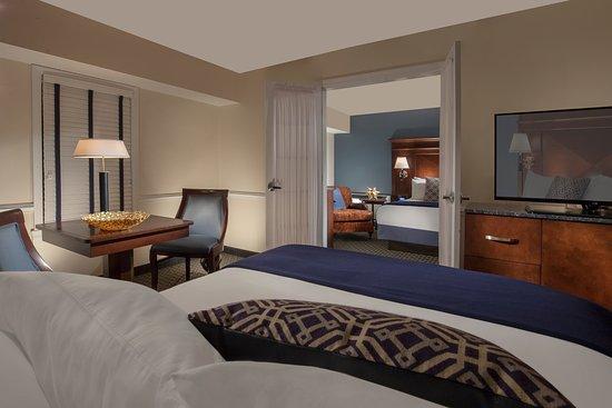 Bristol, RI: Two Queen Suite