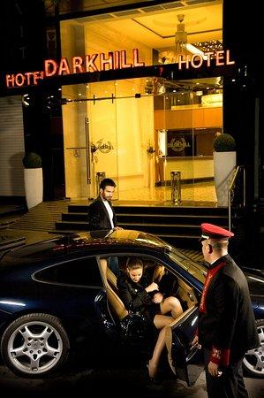 Darkhill Hotel: Dark_Hill_Hotel_Entrance