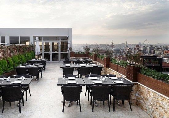 Darkhill Hotel: Dark_Hill_Hotel_Terrace_View