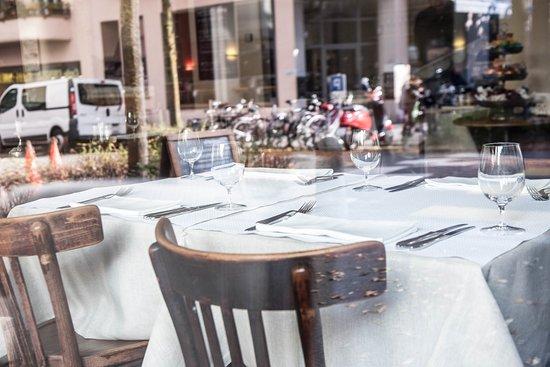 Interieur picture of restaurant bar drei koenige for Bar interieur
