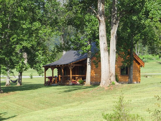 Nellysford, VA: Cabin one of four on the grounds