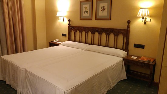 Photo of Hotel Hotel Puente Romano de Salamanca at Plaza Chica 10, Salamanca 37008, Spain