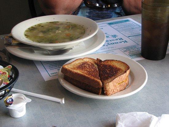 Kenny's Korner Inn: Soup & Sandwich