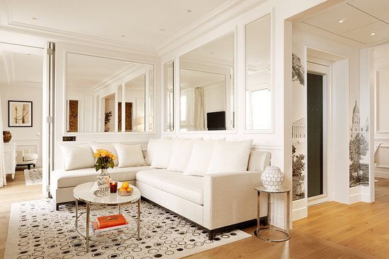 Grand Hotel du Palais Royal : Panoramic Suite Living Room with private lift