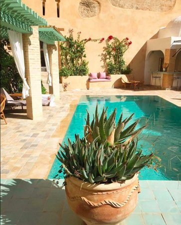Riad Laaroussa Hotel and Spa: By the pool