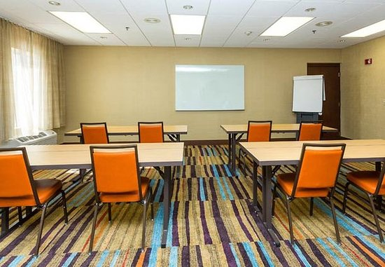 Fairfield Inn & Suites Des Moines West: Jordan Creek Meeting Room – Classroom Setup
