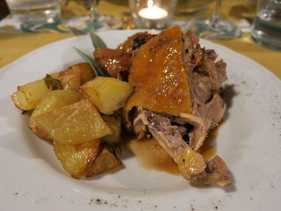 Agriturismo Il Rigo: Leckeres Perlhuhn mit Rosmarinkartoffeln beim abendlichen 4 Gänge Menü