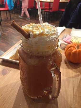 Feasterville, Pensilvanya: Perfect combination of flavors:) salted caramel apple cider!