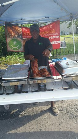 Strasburg, VA: Edwin and his Baby Back Ribs!