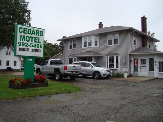 Cedars Motel: Check-in area.