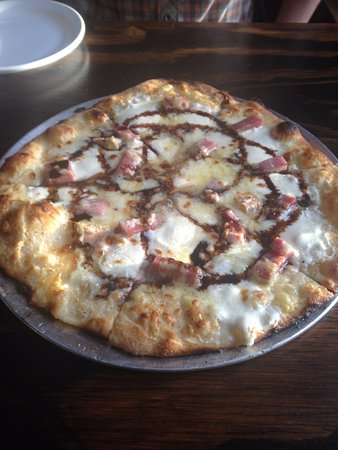 Taos Mesa Brewing: Our pizza
